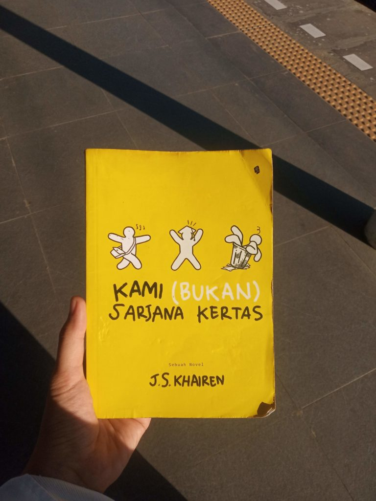 [Book Review] Kami (Bukan) Sarjana Kertas